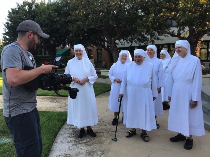 Little Sisters of the Poor San Pedro pose for pictures with DP Eitan Almagor 1-1